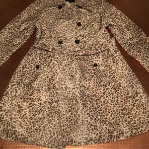 ADORABLE leopard Mad Men trench coat